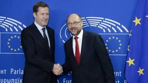 Schulz intenta salvar a la UE del ridículo en el tratado con Canadá