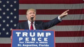 Trump carga ahora contra las encuestas por «favorecer» a Clinton
