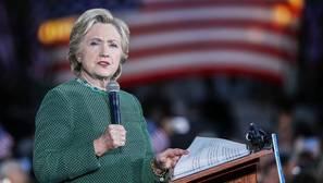 Los demócratas creen que la actuación del director del FBI en el caso de los correos puede ser ilegal