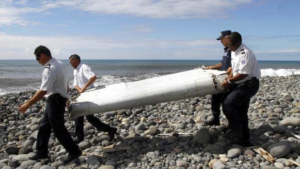 Un resto del vuelo MH370 de Malaysia Airlines hallado en la isla de Reunión