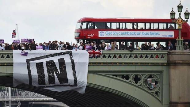 Un grupo de partidarios de la permanencia en la Unión Europea se manifiesta en Londres