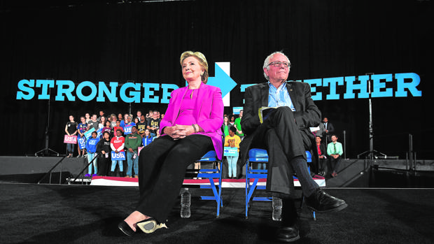 Hillary Clinton y Bernie Sander, durante un mitin enRaleigh, North Carolina