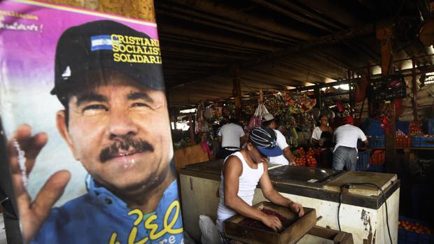 Cartel electoral de Daniel Ortega en un mercado de Managua