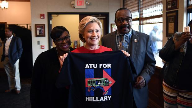 De tazas y camisetas a chapas anti-Trump, los artículos promocionales más disparatados de las elecciones de EE.UU.