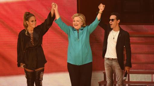 Los cantantes latinos Jennifer López y Marc Anthony apoyan a Clinton en Miami