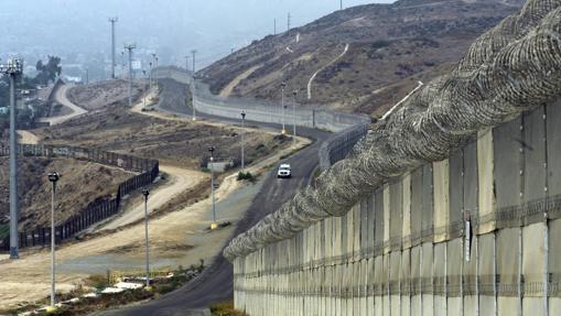 Muro que separa México y Estados Unidos en Otay Mesa (California)