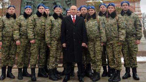 Vladimir Putin, durante un homenaje este viernes en la Plaza Roja de Moscú