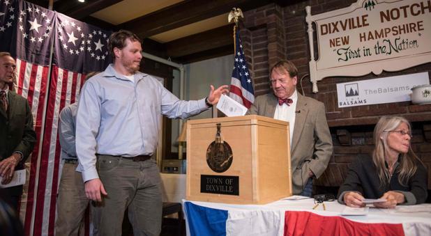 Hillary Clinton gana en la pequeña aldea de Dixville Notch