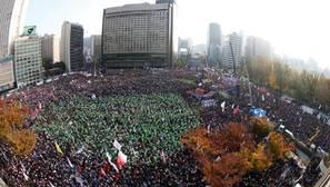Histórica manifestación en Corea del Sur para exigir la dimisión de la presidenta del país