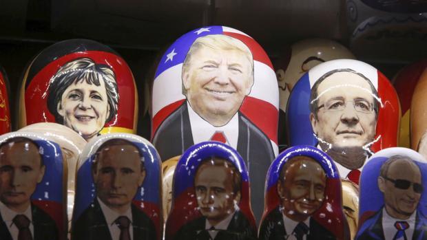 Matrioskas con la cara de Putin, Merkel, Trump y Hollande