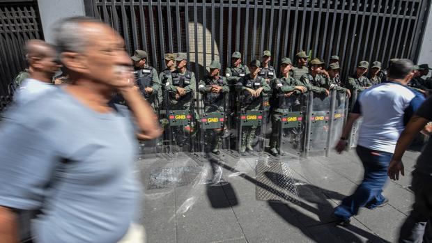 La Guardia Nacional protege el Ministerio de Transportes en Caracas