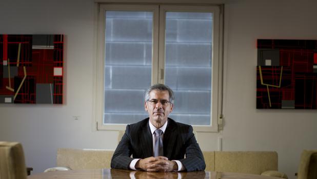 El ex ministro de Justicia Yesid Reyes, durante la entrevista en la embajada de Colombia en Madrid