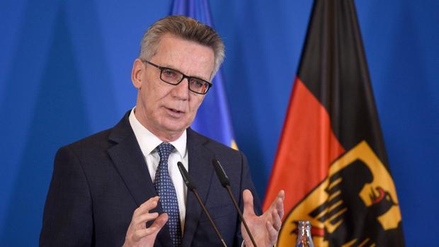 El ministro del interior alemán explica los detalles de la operación en rueda de prensa