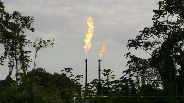 Una refinería en funcionamiento en el Parque Nacional de Yasuni, Ecuador