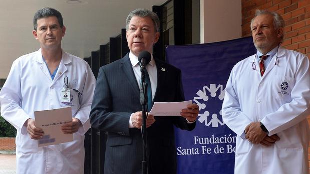 El presidente colombiano, Juan Manuel Santos, hablaba este martes sobre su examen médico en Bogotá
