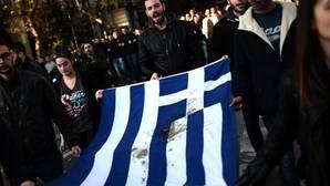 Miles de griegos marchan contra la austeridad en el aniversario de la revuelta estudiantil de 1973