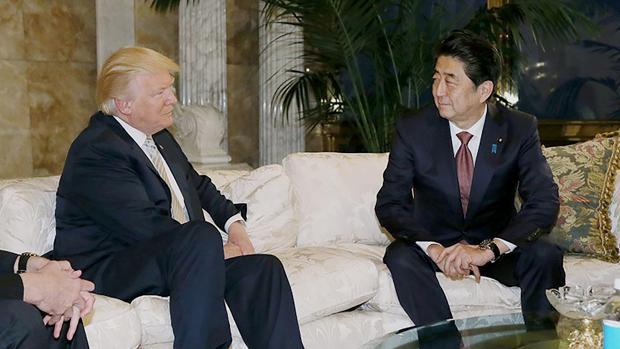 Donald Trump y Shinzo Abe, en la reunión que han mantenido