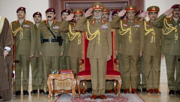 El sultán de Oman, Qabús bin Said, ayer en el desfile militar