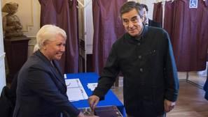 Fillon hacia el liderazgo de las derechas francesas, apoyado por Sarkozy