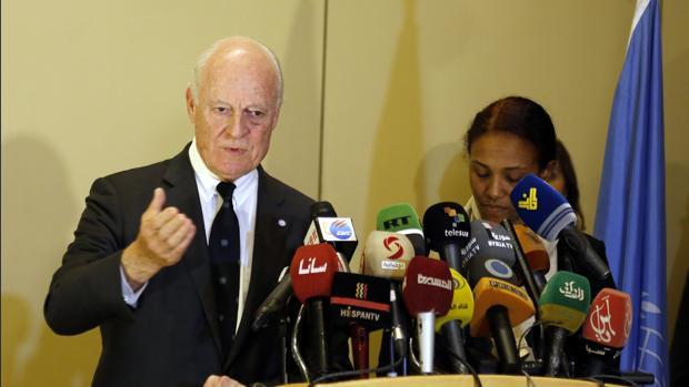 Staffan de Mistura (izquierda), durante la rueda de prensa en Damasco