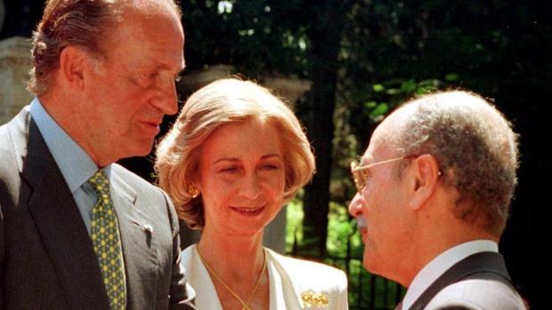Kostís Stefanópulos, junto a Don Juan Carlos y Doña Sofía