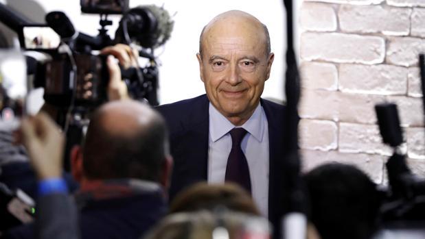 El candidato a liderar la derecha francesa, Alain Juppé, el pasado domingo durante un acto de campaña en París