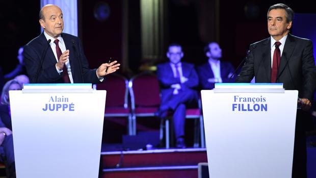 Alain Juppé y François Fillon, durante el debate televisivo del pasado 3 de noviembre