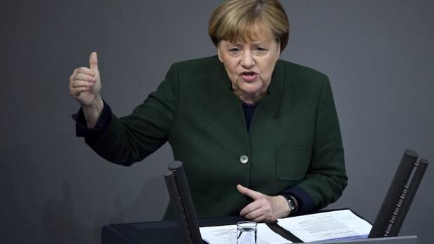 La canciller alemana durante su discurso en el Parlamento
