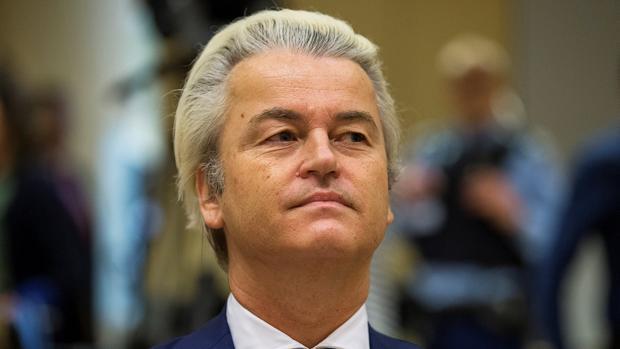 El líder de la formación holandesa antiinmigración Partido por la Libertad, Geert Wilders, este miércoles en un tribunal de Schiphol, en los Países Bajos