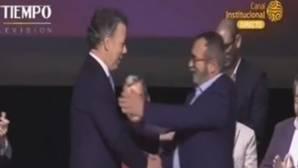 Santos y «Timochenko» firman el nuevo acuerdo de paz entre el Gobierno de Colombia y las FARC