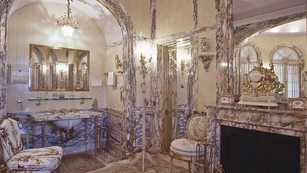 El baño de la mansión de Donald Trump en Florida