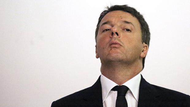 El primer ministro italiano, Matteo Renzi, este viernes en una visita a una academia militar en Turín