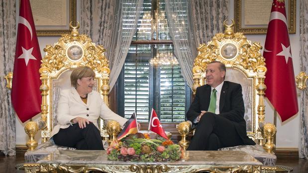 Merkel y Erdogan: dos maneras de seguir en el poder durante más de una década