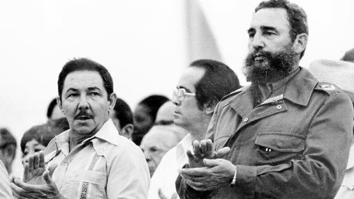 Raúl y Fidel, en La Habana, asisten al 11º Festival Mundial de la Juventud