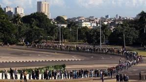 Varias horas de cola para acceder al memorial de Fidel Castro en La Habana