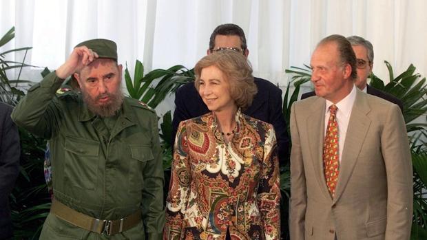 Fidel Castro con Don Juan Carlos y Doña Sofía en 1999.