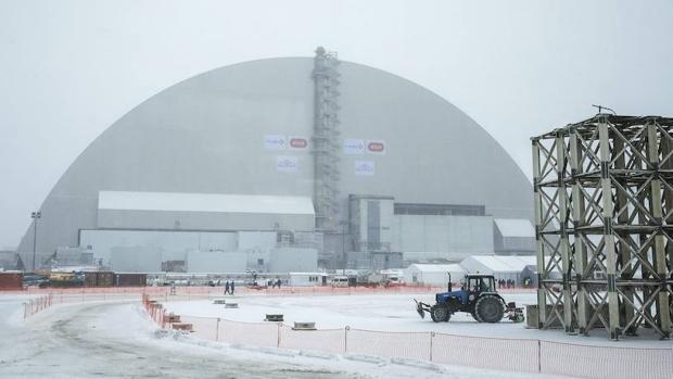 El arco que ahora cubre el sarcófago sobre el reactor 4 de Chernóbil