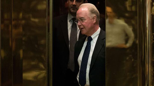 Tom Price durante una visita al presidente electo en la Torre Trump
