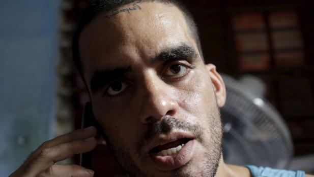 El artista disidente «El Sexto» sigue detenido por hacer un grafiti sobre la muerte de Castro