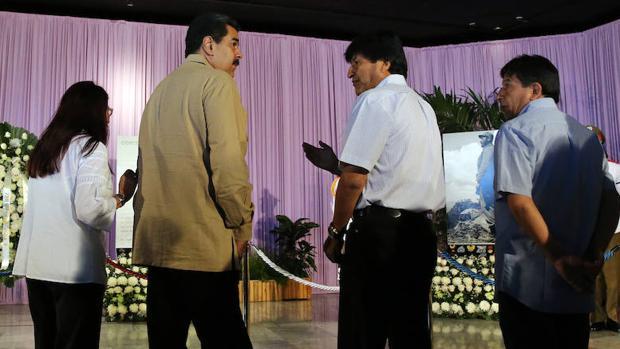 El presidente de Venezula, Nicolás Maduro, junto al presidente de Bolivia, Evo Morales