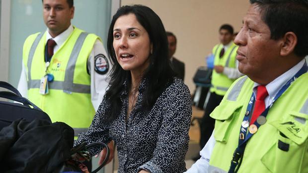 Nadine Heredia a su llegada al Aeropuerto de Lima, días después de lograr la condicióin de funcionario de la FAO
