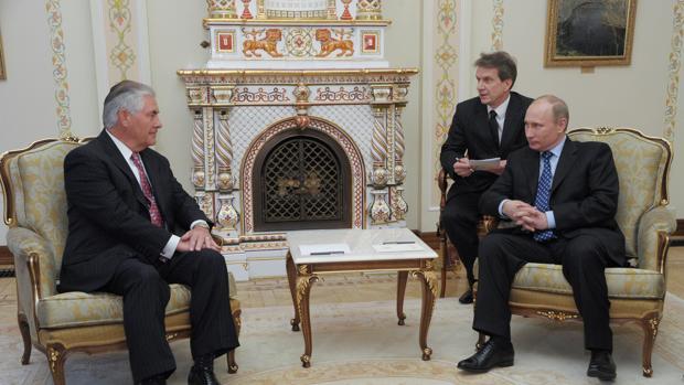 Rex Tillerson, en un encuentro con Vladimir Putin en Rusia