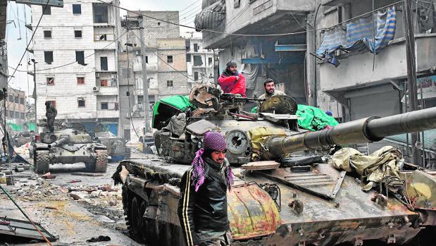 El Ejército sirio avanza en los últimos barrios en los que aún resisten los rebeldes