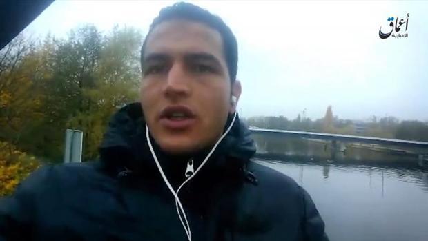 Anis Amri, en una captura del vídeo en el que juraba lealtad a Daesh