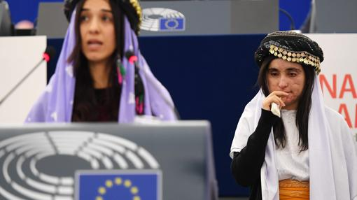 Nadia Murad y Lamiya Aji el pasado 13 de diciembre en la sede del Parlamento Europeo en Estrasburgo, donde recibieron el premio Sájarov 2016