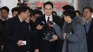La Fiscalía emite una orden de arresto contra el heredero de Samsung