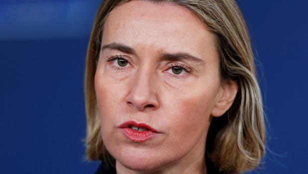 Federica Mogherini se dirige a los medios tras la reunión de ministros de Exteriores de la UE, este lunes en Bruselas