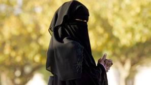 Una mujer saudí con niqab, el velo completo