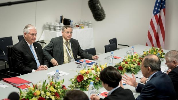 Rex Tillerson, durante su encuentro con Lavrov hoy en Bonn