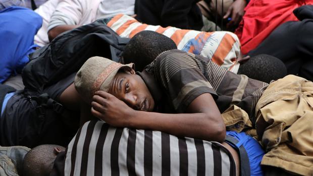 Varios sudafricanos detenidos por la Policía tras participar en una marcha ilegal contra los extranjeros en Pretoria